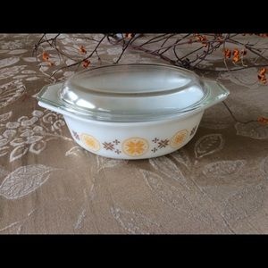 Vintage Pyrex Casserole Dish With Lid